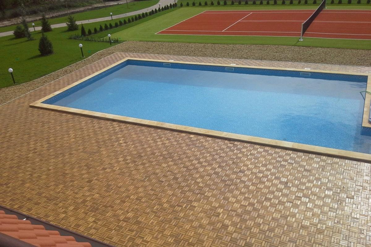 тенис корт и басейн в къща за гости