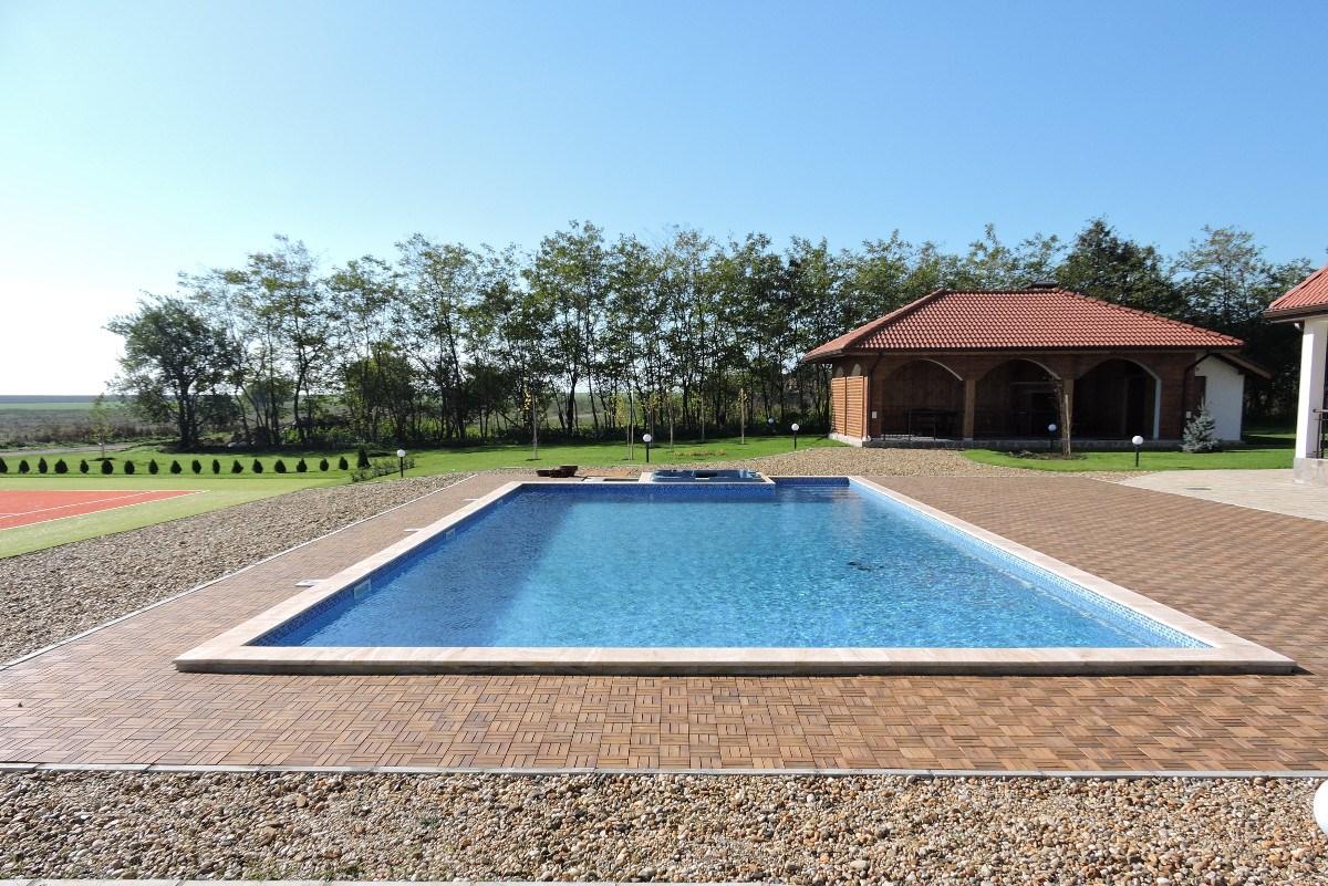 басейн в къща за гости